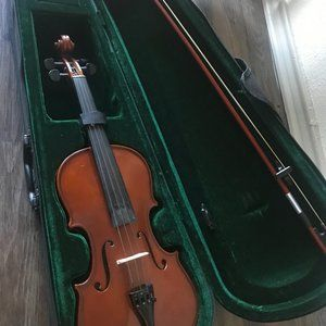 Gently Used Violin 4/4 (w/ Case & Extra Strings)